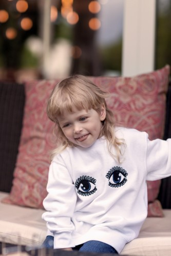 Baltas akyčių džemperis