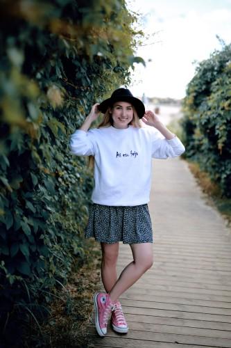 Moteriškas baltas fėjos džemperis