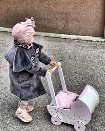 Pilkas princesių paltukas